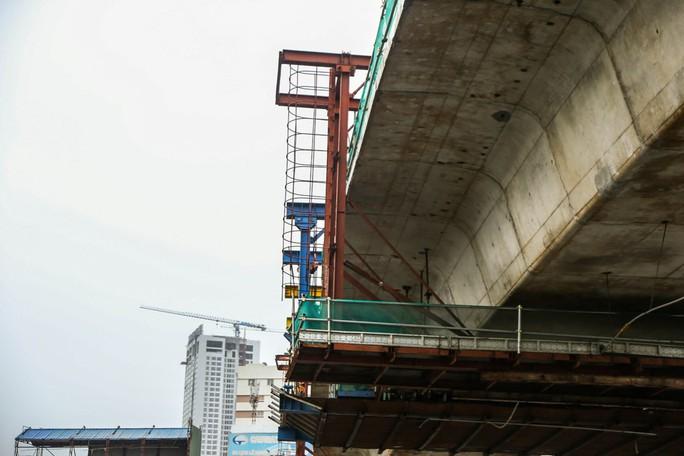 Rùng mình đi qua những công trình xây dựng khắp Hà Nội - Ảnh 7.
