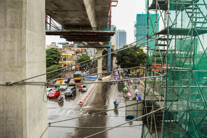 Rùng mình đi qua những công trình xây dựng khắp Hà Nội - Ảnh 8.