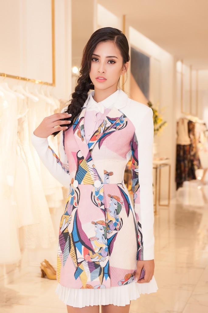 Hoa hậu Trần Tiểu Vy dự sự kiện tại Pháp - Ảnh 5.