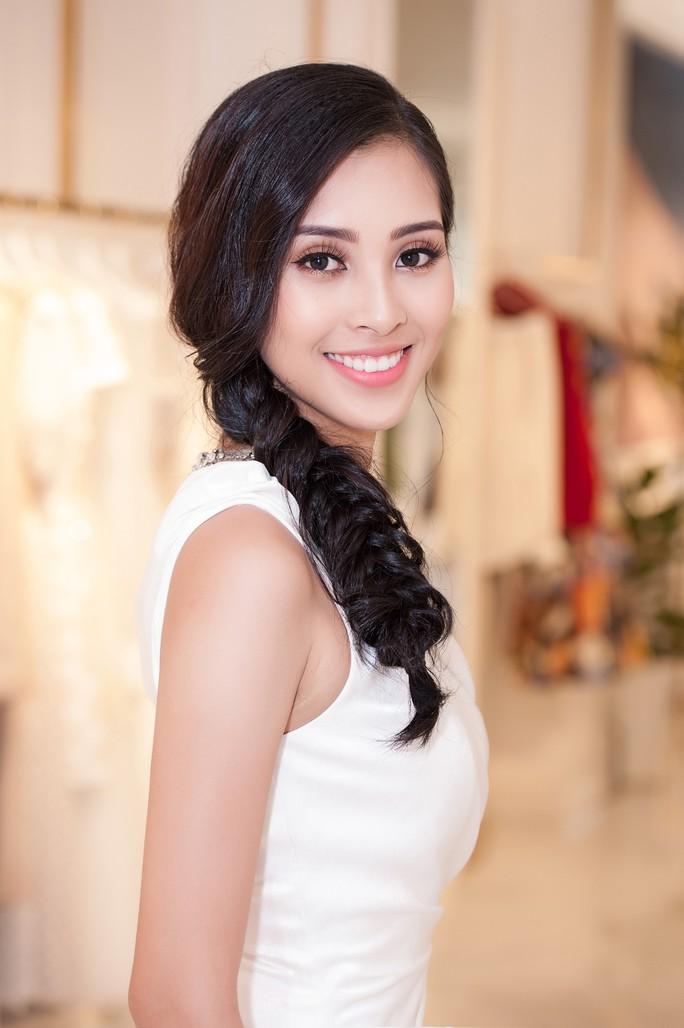 Hoa hậu Trần Tiểu Vy dự sự kiện tại Pháp - Ảnh 6.