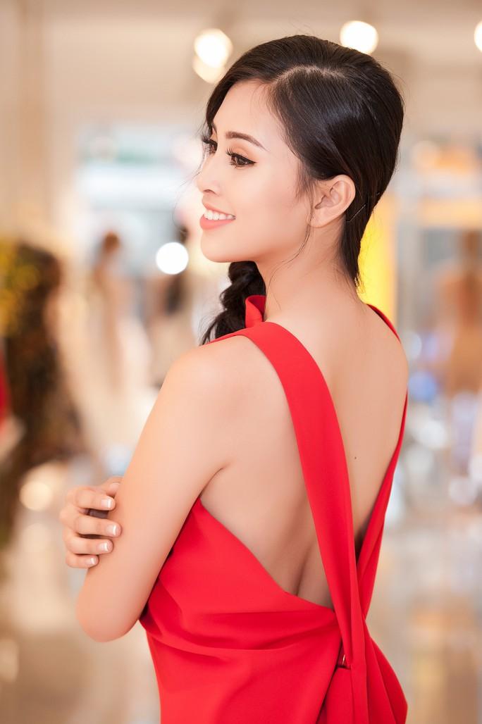 Hoa hậu Trần Tiểu Vy dự sự kiện tại Pháp - Ảnh 3.