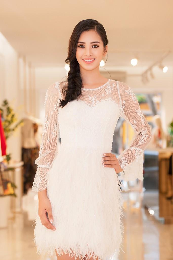 Hoa hậu Trần Tiểu Vy dự sự kiện tại Pháp - Ảnh 1.
