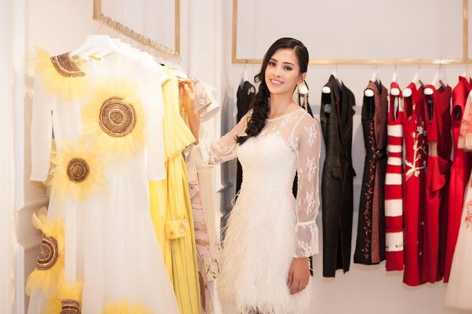 Hoa hậu Trần Tiểu Vy dự sự kiện tại Pháp - Ảnh 2.