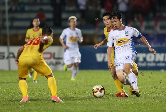 Lộ danh sách tuyển Việt Nam chuẩn bị AFF Cup: Hà Nội FC áp đảo - Ảnh 2.