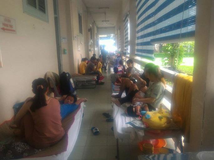 Hàng trăm trẻ nhập viện vì bệnh tay chân miệng - Ảnh 7.