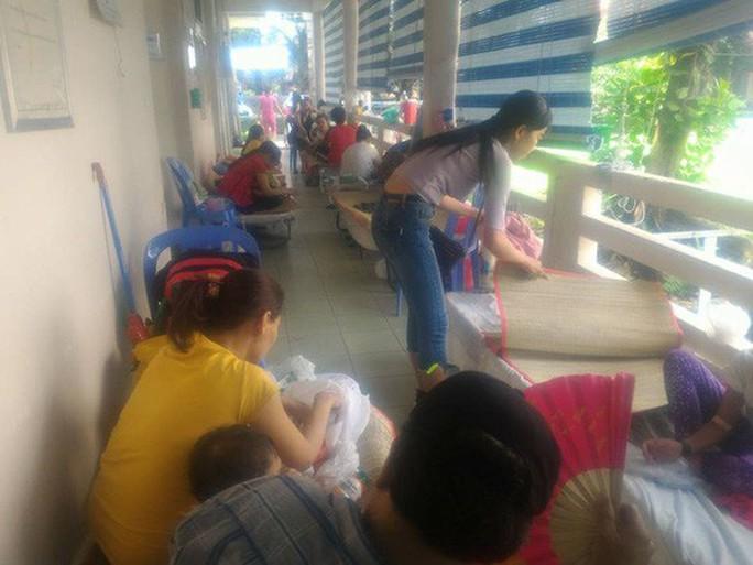 Hàng trăm trẻ nhập viện vì bệnh tay chân miệng - Ảnh 9.