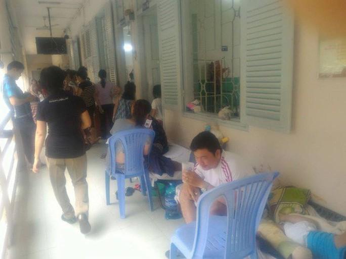 Hàng trăm trẻ nhập viện vì bệnh tay chân miệng - Ảnh 11.
