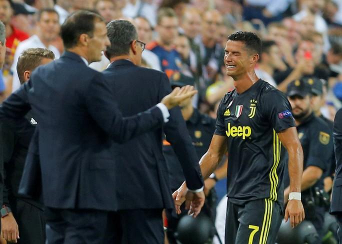 Ronaldo mua máy tính tặng đồng đội Juventus vì... nhận thẻ đỏ - Ảnh 2.