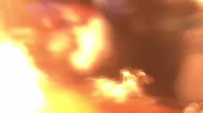 Nhà hàng biểu diễn quá tay, lửa táp thực khách bỏng nặng - Ảnh 5.