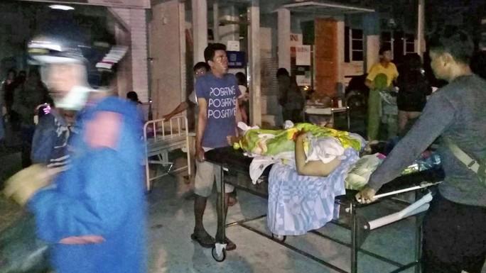 Động đất, sóng thần ở Indonesia: Số người chết tăng vọt lên gần 400 - Ảnh 6.