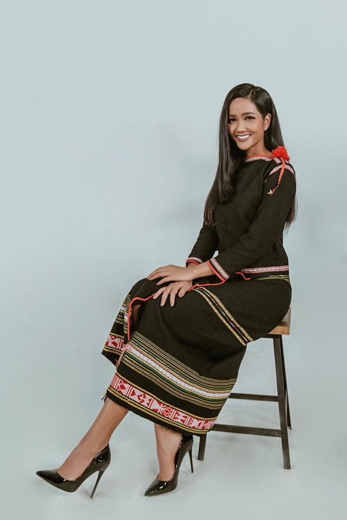 Hoa hậu H'Hen Niê tổ chức chương trình mua sách gây quỹ Room To Read - Ảnh 4.