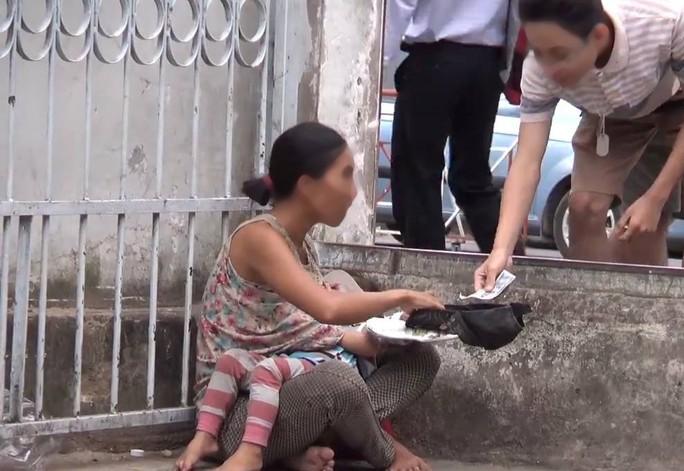 Phạt cha mẹ 10-15 triệu đồng nếu ép buộc trẻ em đi ăn xin - Ảnh 1.