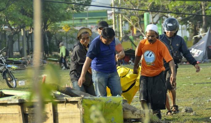 Động đất, sóng thần ở Indonesia: Số người chết tăng vọt lên gần 400 - Ảnh 2.
