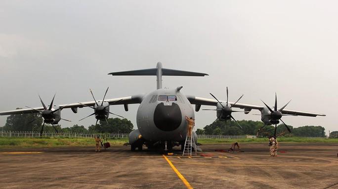 Soi nội thất máy bay A400M của không quân Pháp - Ảnh 1.