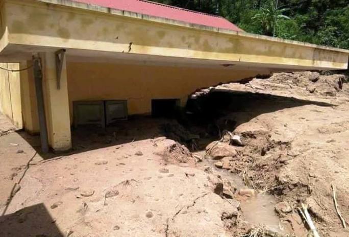 Trường lớp tan hoang, ngập bùn đất trước ngày khai giảng - Ảnh 23.