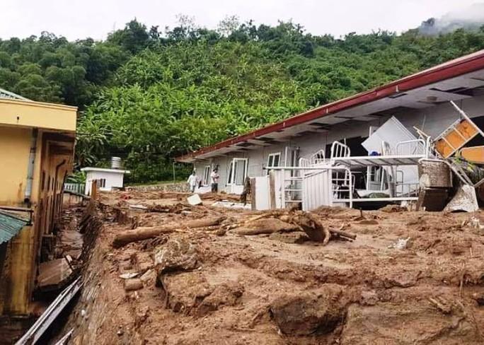 Trường lớp tan hoang, ngập bùn đất trước ngày khai giảng - Ảnh 20.