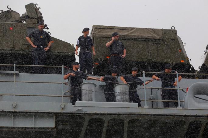 Ngắm tàu đổ bộ HMS Albion của Hải quân Anh đang thăm TP HCM - Ảnh 5.