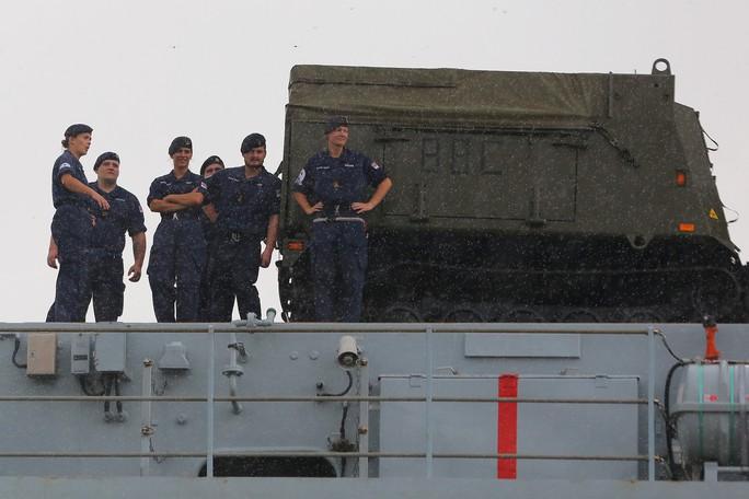 Ngắm tàu đổ bộ HMS Albion của Hải quân Anh đang thăm TP HCM - Ảnh 7.