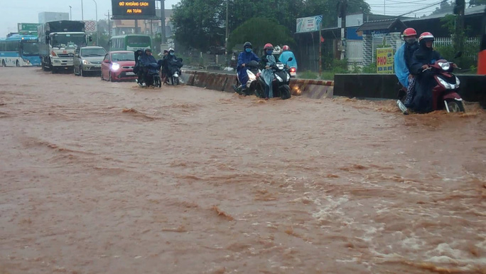 Miền Nam: Lúa ngập nước, giao thông tê liệt nhiều nơi - Ảnh 1.
