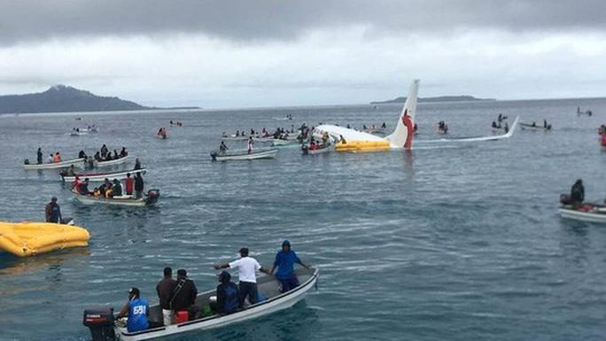 Có 4 người Việt là hành khách chuyến bay rơi xuống biển ở Micronesia - Ảnh 1.