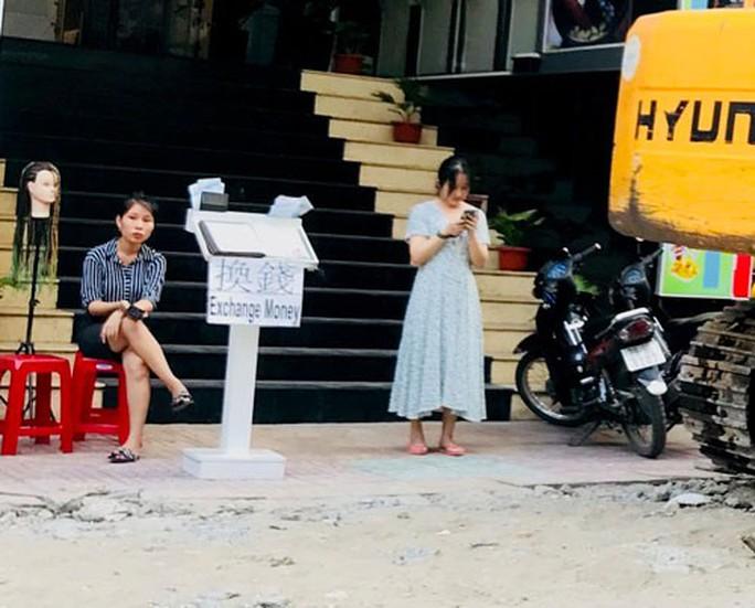 Vô tư đổi nhân dân tệ ở Nha Trang - Ảnh 1.