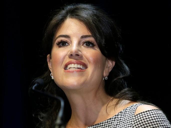 Bị hỏi quá giới hạn về ông Clinton, bà Lewinsky đùng đùng bỏ đi - Ảnh 3.