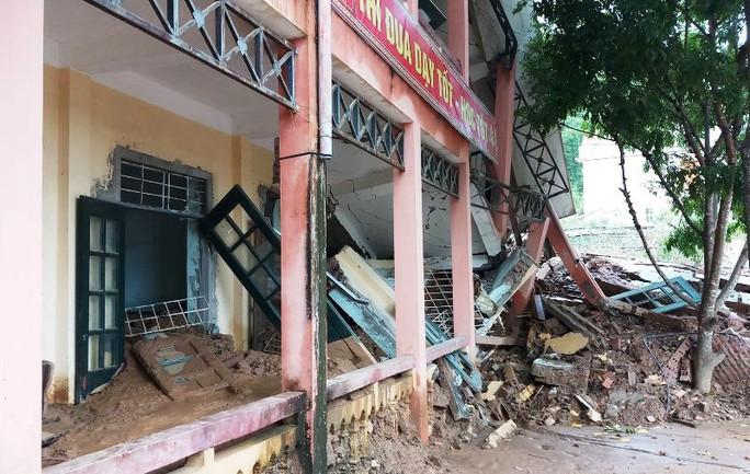 Trường lớp tan hoang, ngập bùn đất trước ngày khai giảng - Ảnh 17.