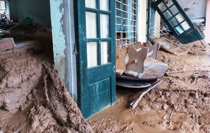 Trường lớp tan hoang, ngập bùn đất trước ngày khai giảng - Ảnh 15.