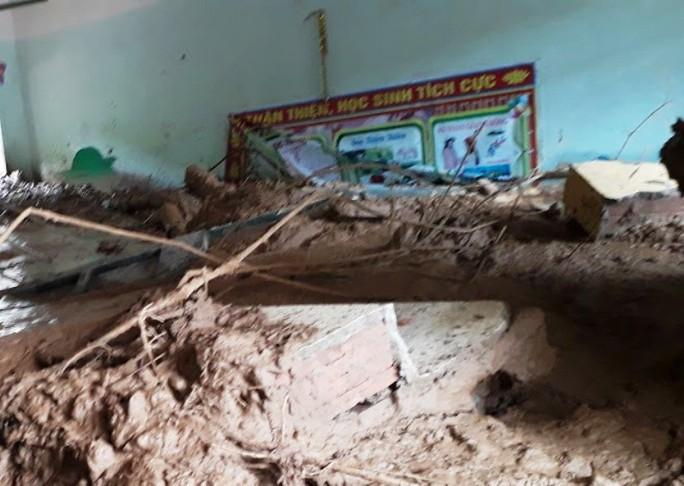 Trường lớp tan hoang, ngập bùn đất trước ngày khai giảng - Ảnh 11.