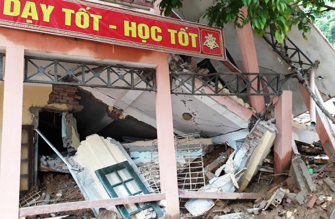 Trường lớp tan hoang, ngập bùn đất trước ngày khai giảng - Ảnh 3.
