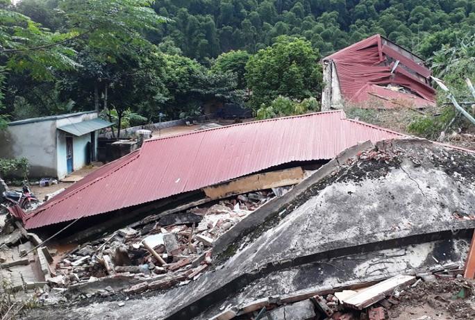Trường lớp tan hoang, ngập bùn đất trước ngày khai giảng - Ảnh 9.