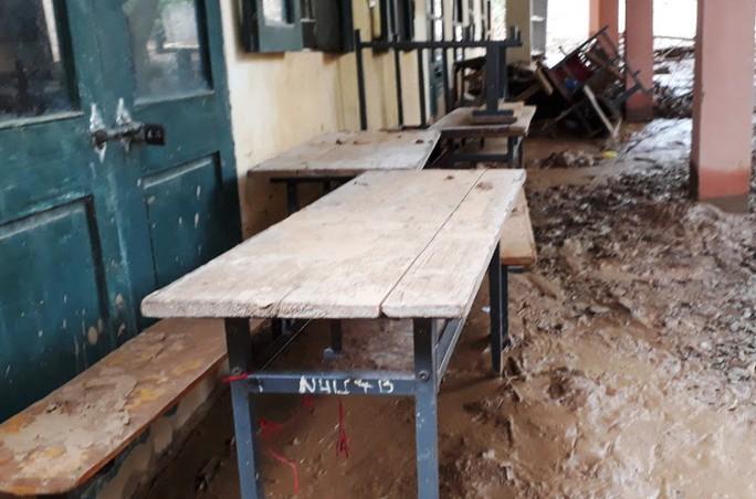 Trường lớp tan hoang, ngập bùn đất trước ngày khai giảng - Ảnh 7.