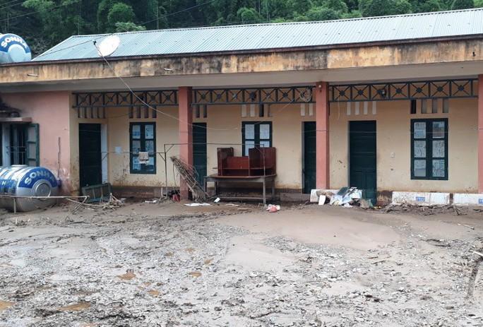 Trường lớp tan hoang, ngập bùn đất trước ngày khai giảng - Ảnh 5.