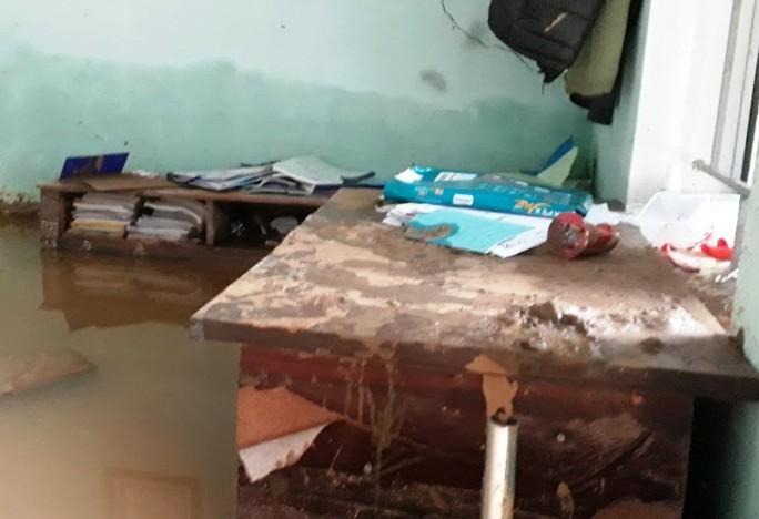 Trường lớp tan hoang, ngập bùn đất trước ngày khai giảng - Ảnh 18.