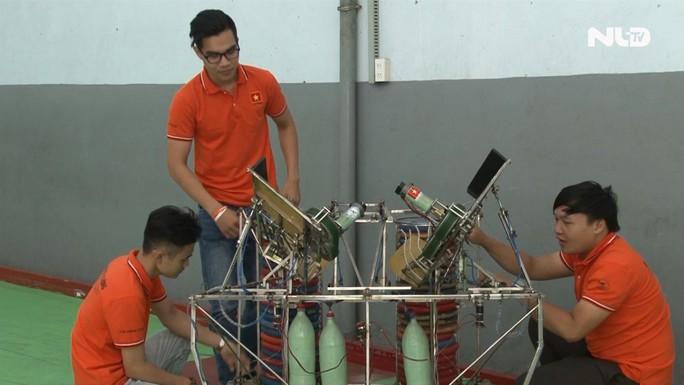 Sinh viên Đại học Lạc Hồng: Đam mê Robot, chinh phục thử thách - Ảnh 3.