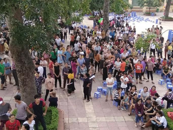 Tố nhà trường lạm thu, phụ huynh bị công an mời đến làm việc - Ảnh 2.