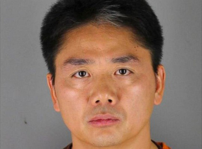 Bị bắt vì cáo buộc tình dục, tỉ phú Trung Quốc thành chủ đề châm biếm - Ảnh 1.
