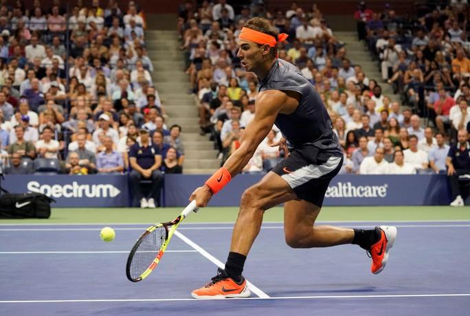 Clip: Thua ngược Nadal, Dominic Thiem thốt lên Tennis thật tàn nhẫn - Ảnh 1.