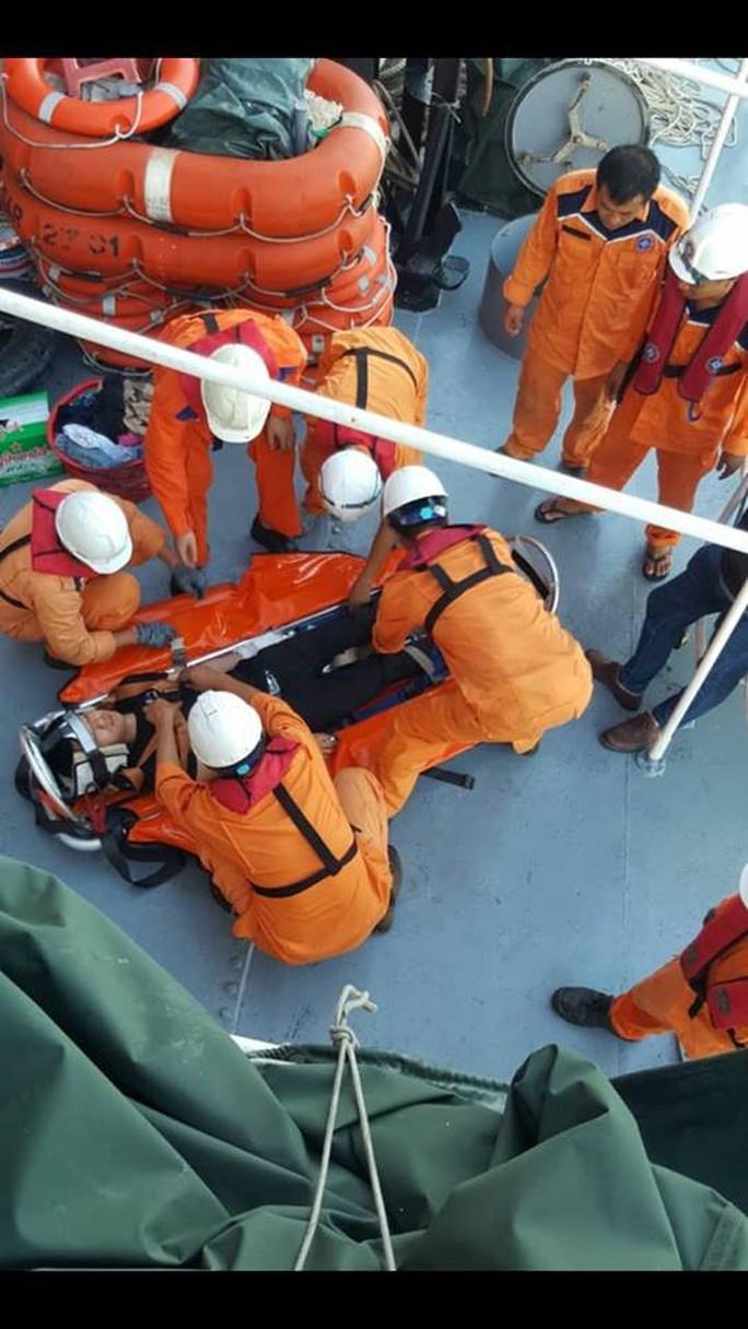 Khẩn cấp đưa tàu ra khơi cứu nạn thủy thủ Trung Quốc trong đêm - Ảnh 4.