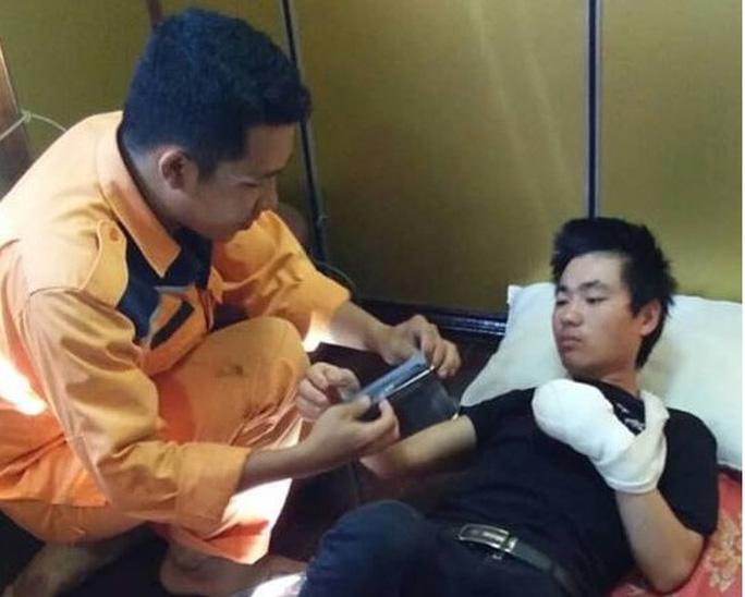 Khẩn cấp đưa tàu ra khơi cứu nạn thủy thủ Trung Quốc trong đêm - Ảnh 3.