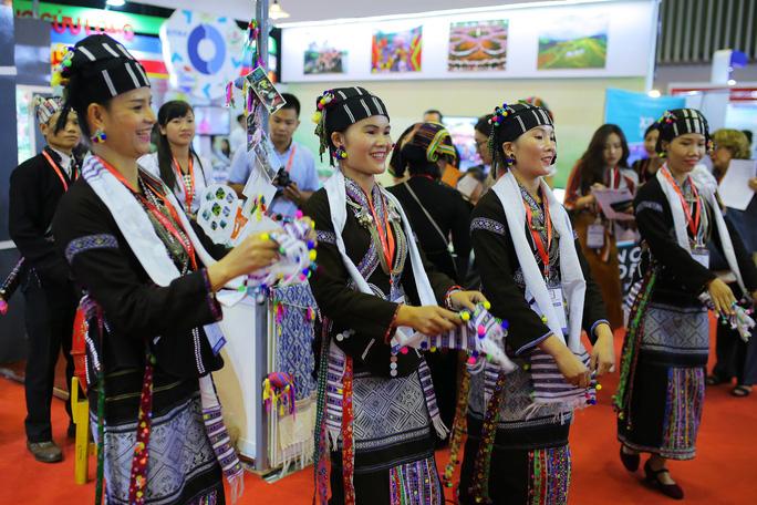 Rồng rắn xếp hàng mua vé 0 đồng tại Hội chợ Du lịch Quốc tế TP HCM - Ảnh 6.