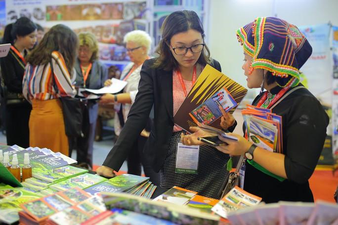 Rồng rắn xếp hàng mua vé 0 đồng tại Hội chợ Du lịch Quốc tế TP HCM - Ảnh 7.