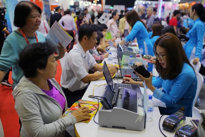 Rồng rắn xếp hàng mua vé 0 đồng tại Hội chợ Du lịch Quốc tế TP HCM - Ảnh 4.