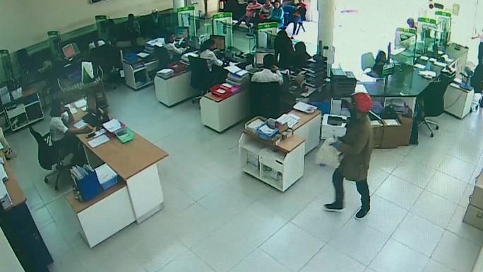 Đã xác định nghi phạm trong vụ cướp ngân hàng ở Khánh Hòa - Ảnh 2.