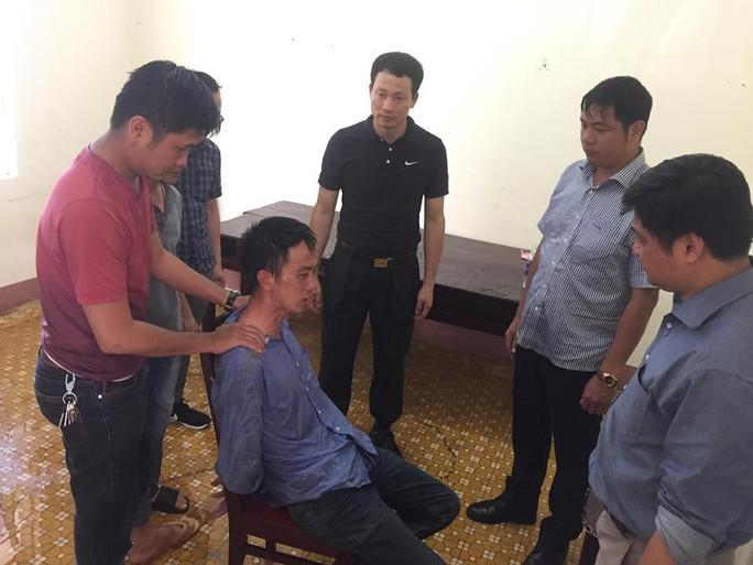 Giám đốc Công an tỉnh Đắk Lắk lao vào giải cứu con tin - Ảnh 1.