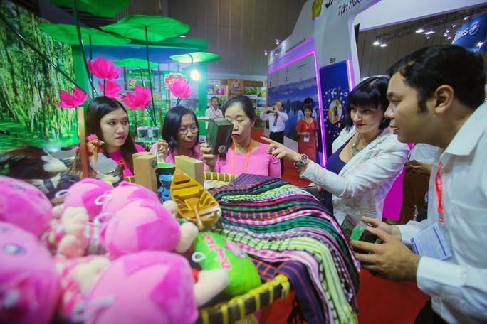 Rồng rắn xếp hàng mua vé 0 đồng tại Hội chợ Du lịch Quốc tế TP HCM - Ảnh 8.
