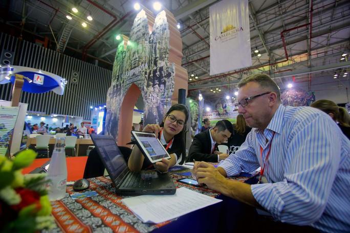 Rồng rắn xếp hàng mua vé 0 đồng tại Hội chợ Du lịch Quốc tế TP HCM - Ảnh 3.
