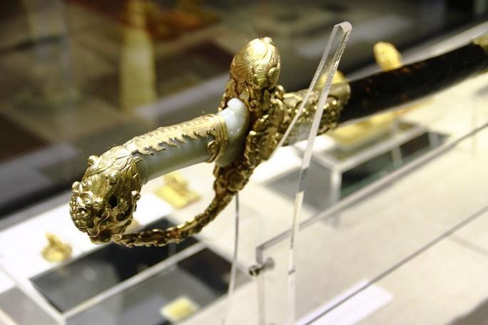 Chiêm ngưỡng những bảo vật rồng - phượng triều Nguyễn - Ảnh 11.