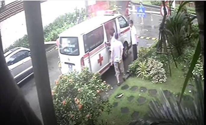 Bảo vệ chung cư không cho xe cấp cứu vào khi 1 cư dân bị đột quỵ - Ảnh 1.