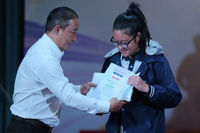 Học bổng Chắp cánh ước mơ: Nuôi dưỡng ước mơ đến trường - Ảnh 1.